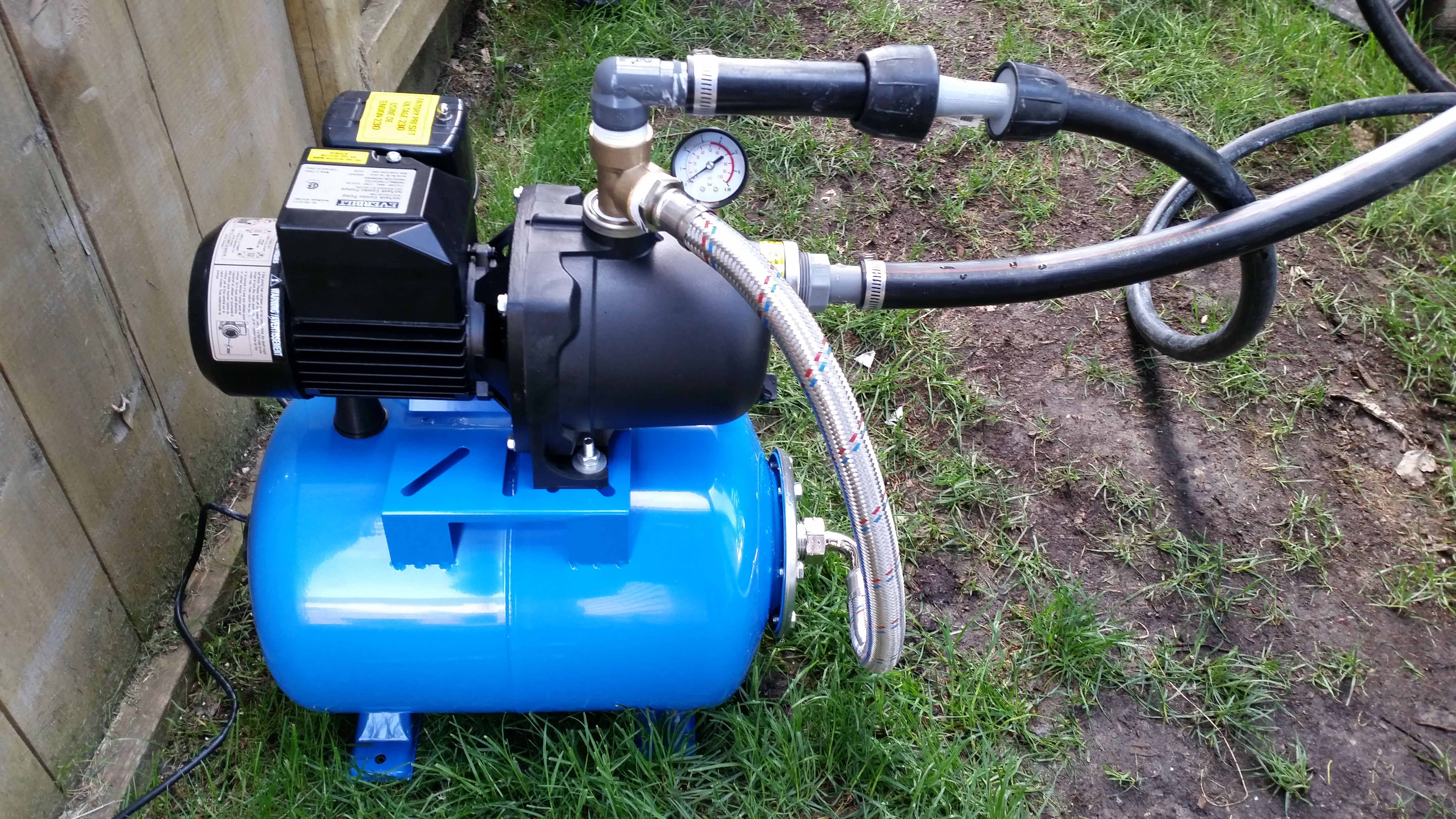 Everbilt 1/2 HP Jet Pump with 6 Gallon Pressure Tank Hooked Up To Poly Pipes
